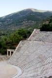 古老古色古香的asklepios epidaurus希腊圣所剧院 免版税库存图片