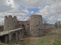 古老和中世纪堡垒在Koporye,俄罗斯村庄  免版税库存照片