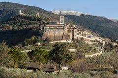 古老和印象深刻的中世纪镇阿西西,翁布里亚的宗教中心的美丽的景色 免版税图库摄影