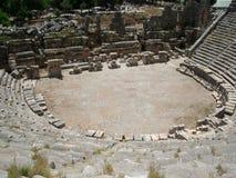 古老圆形剧场的废墟 免版税库存照片