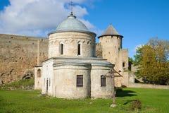古老圣尼古拉斯教会特写镜头在一晴朗的9月天 堡垒ivangorod俄国 图库摄影