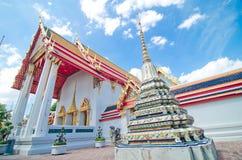 古老在Wat Pho的塔或Chedi 免版税库存图片