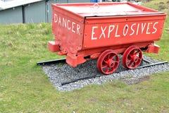 古老坑微量运载的炸药充电 免版税库存照片
