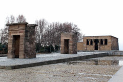 古老埃及寺庙Debod冬天在马德里,西班牙 免版税库存照片