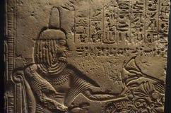 古老埃及象形文字的浅浮雕 免版税库存图片