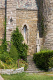 古老城堡墙壁与台阶和窗口的 免版税库存图片