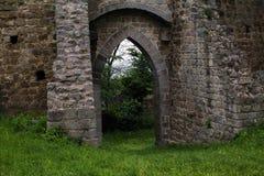 古老城堡的中世纪墙壁 免版税库存图片