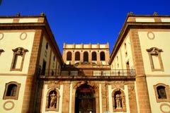 古老城堡门面字体西西里岛 免版税库存照片