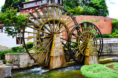 古老城市lijiang水车 免版税库存图片