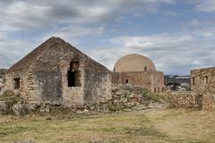 古老堡垒在一多云天 库存照片