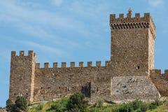古老堡垒墙壁和蓝天 图库摄影