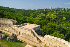 古老堡垒的废墟在苏恰瓦附近的 免版税图库摄影