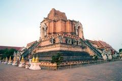 古老塔在Wat Chedi Luang,清迈,泰国 免版税库存照片