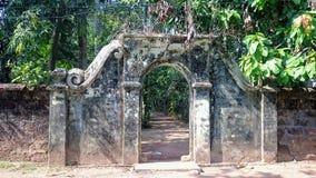 古老墙壁和门道入口 库存照片