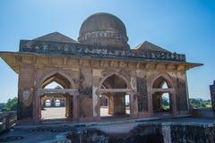 古老大厦圆顶在马恩达沃区中央邦印度 库存照片