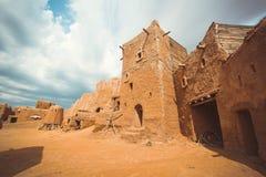 古老大厦在废墟村庄 免版税图库摄影