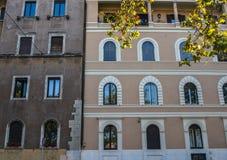 古老大厦在罗马,意大利 库存照片