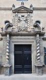 古老大厦在西班牙镇Zangoza 免版税库存照片