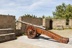 古老大炮在圣塞瓦斯蒂安,西班牙 库存照片
