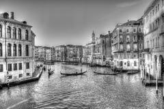 古老大运河在有宫殿和长平底船的威尼斯 皇族释放例证