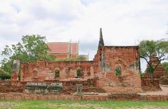古老宫殿墙壁和stupa在Wat Phra Si Sanphet、考古学站点和人工制品 图库摄影