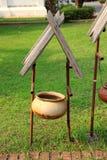 古老容器,做由罐,泰国样式 免版税库存照片