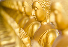古老寺庙的,泰国金黄菩萨。 免版税图库摄影