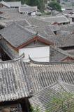 古老屋顶在丽江老镇,云南中国 免版税库存图片