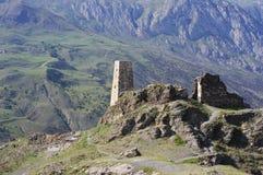 古老山堡垒在高加索山脉 免版税库存图片