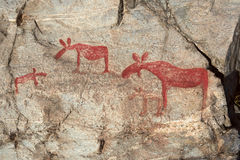 古老岩石绘画在Naesaaker ins瑞典中 免版税库存图片
