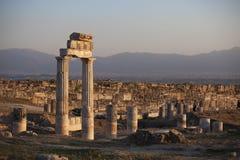 古老希拉波利斯,棉花堡,土耳其废墟  免版税库存图片