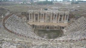 古老希腊罗马圆形露天剧场废墟在迈拉,老名字-代姆雷,土耳其 迈拉是的一个古色古香的镇在Lycia 股票视频