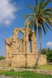 古老废墟在塞浦路斯在一个晴天 免版税图库摄影