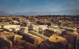 古老废墟在希拉波利斯,土耳其 免版税库存图片