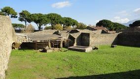 古老废墟在意大利 免版税库存图片