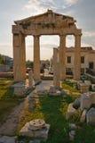 古老废墟在雅典。 库存照片