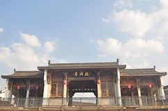 古老建筑学木雕刻的亭子在Fotang镇,伊吾,中国 免版税图库摄影