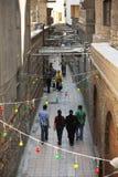 古老开罗缩小的街道 库存图片