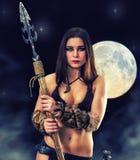 古老战士的女孩 在神秘的背景的画象 免版税库存图片
