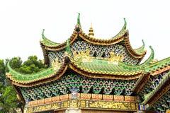 古老房子繁体中文屋顶,东亚古典屋顶在中国庭院里在中国 免版税库存图片