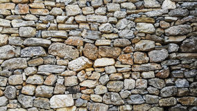 古老房子自然石墙  免版税库存照片