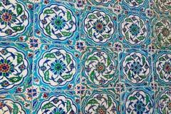 古老手工制造土耳其语-无背长椅瓦片 Istambul,土耳其 免版税库存图片