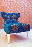 古老扶手椅子墙壁 免版税图库摄影