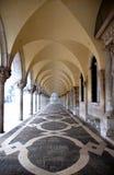 古老拱廊,圣徒Marco广场 免版税库存图片