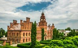 古老教会和大城市布科维纳住所在市切尔诺夫策,乌克兰 免版税图库摄影