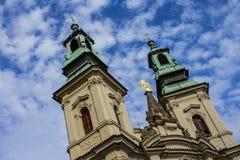 古老教会在老镇布拉格 cesky捷克krumlov中世纪老共和国城镇视图 免版税图库摄影