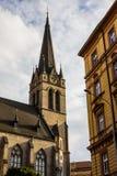 古老教会在老镇布拉格 cesky捷克krumlov中世纪老共和国城镇视图 库存照片