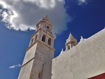 古老教会在街市坎比其 免版税库存照片