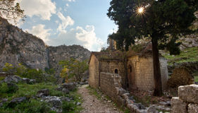古老教会废墟在黑山 库存图片