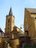 古老教会dernau小镇 免版税图库摄影